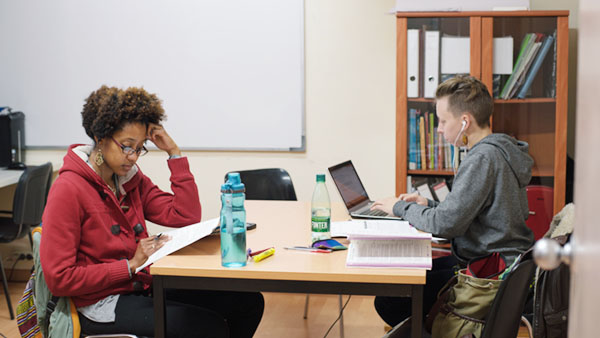 student visas along with a TESOL a teacher training qualification are an excellent way for American and other non-UE citizens to work and study in spain