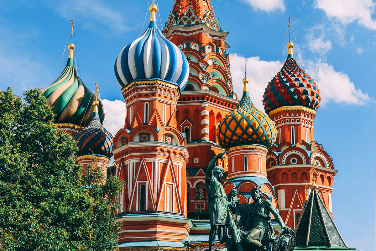 A picture of colourful roofs of a cathedral in Moscow. Russian trainees and foreign graduates of TEFL Barcelona talk about their experiences,teaching English in Russia